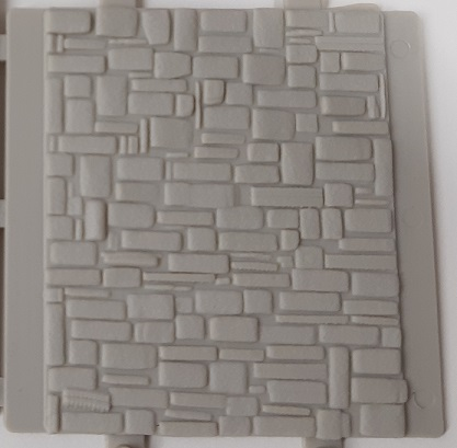 Stone Wall Section with Solid Wall ~ HO Scale